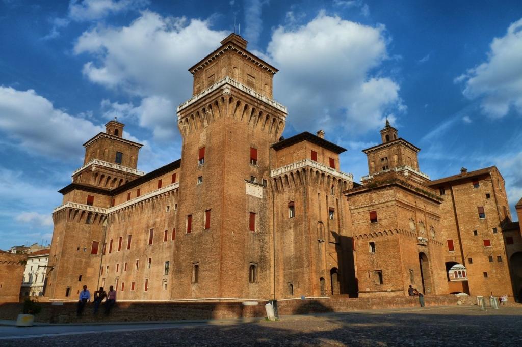 Piazza_castello_(Ferrara)